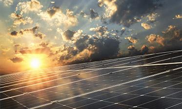Kolektory słoneczne czy panele fotowoltaiczne – co warto wybrać?